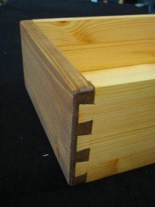 Schublade mit Schwalbenzinken